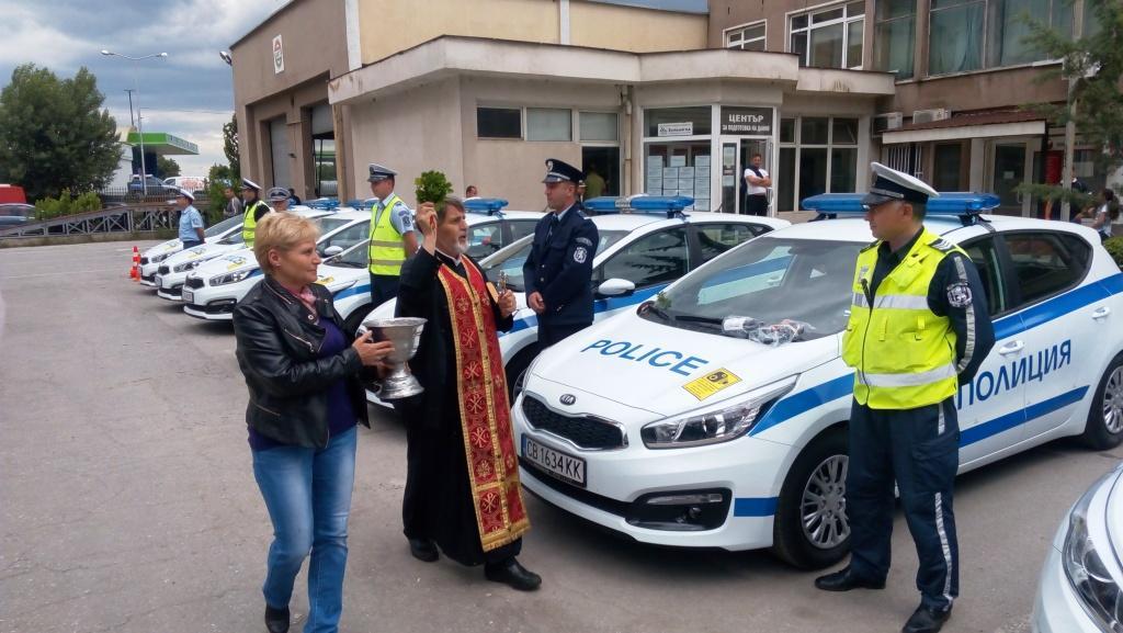 И пътна полиция Велинград получава един от осемте автомобила за областта