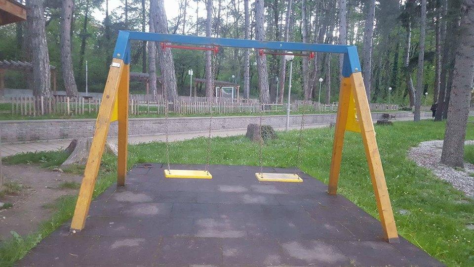 Община Велинград продължава възстановяването на разрушените съоръжения в парковете