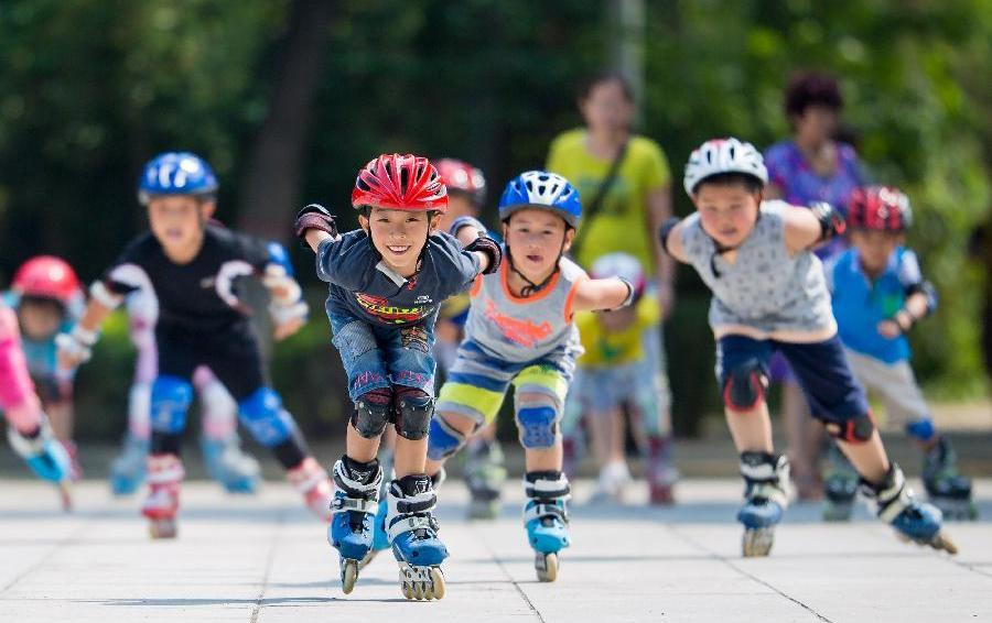 Как да осигурим безопасно лято на децата си, докато карат тротинетки, ролери и скейтборди?