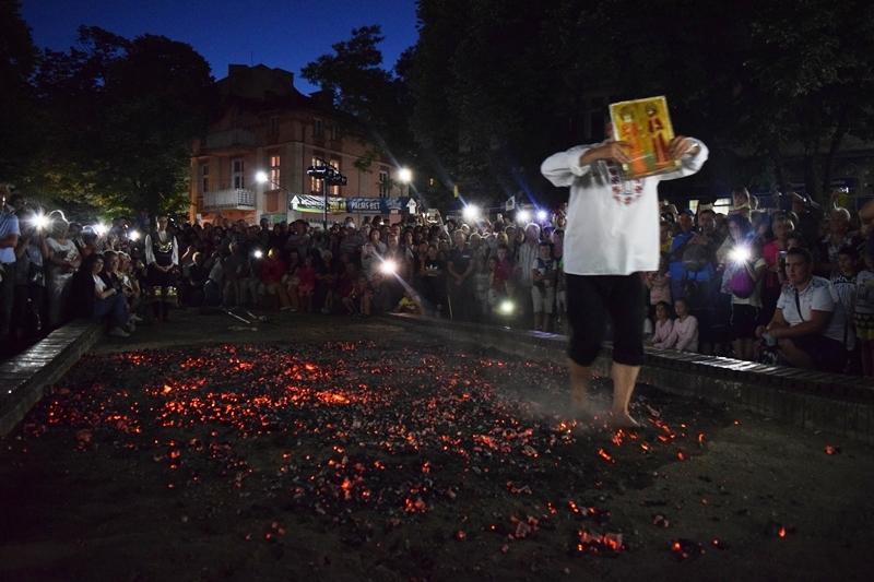 Нестинарски танц в петия ден от Велинградски празници на културата