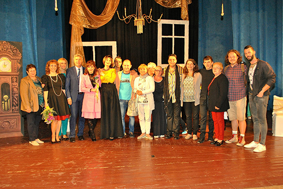С нова постановка разложкият самодеен театър забавлява публиката в Разлог и Велинград