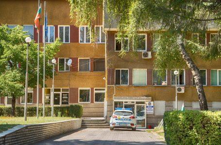 Двама тийнейджъри са установени от служители на полицейското управление във Велинград и участъка в Ракитово като извършители на кражби