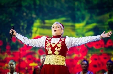 ПОКАНА: Два концерта на народната певица Николина Чакърдъкова и Неврокопски танцов ансамбъл във ВЕЛИНГРАД