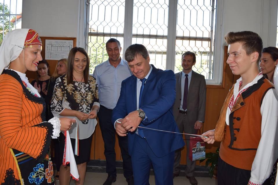 Във Велинград тържествено бе открита новата учебна година