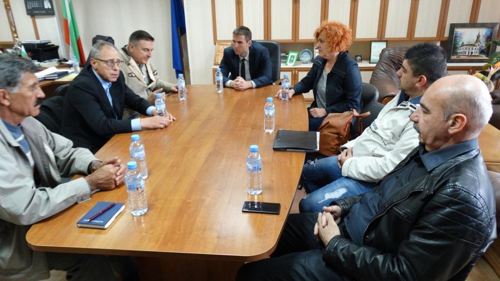 Стефан Мирев инициира среща на ловно-рибарските и пчеларски сдружения в областта.