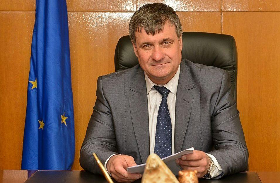 Поздравителен адрес от кмета г-н Коев към  учители и дейци на просветата и културата