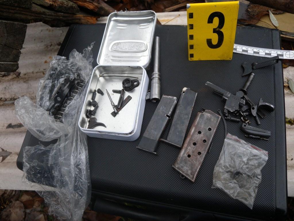 ОСТАВИХА в ареста драгиновеца, ДЪРЖАЛ в къща взривни устройства, оръжия и боеприпаси