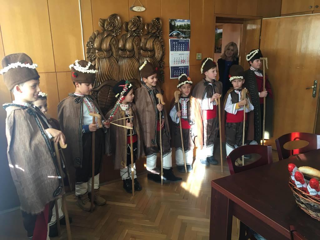 Скъпи гости коледари поздравиха кмета д-р Коев