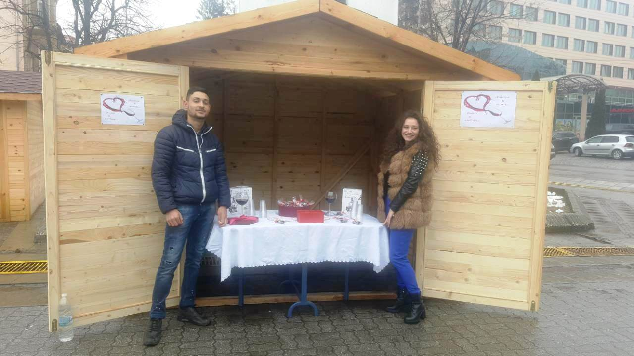 Лакомства,червено вино и валентинки в центъра на Велинград по случай Деня на лозаря и Деня на влюбените