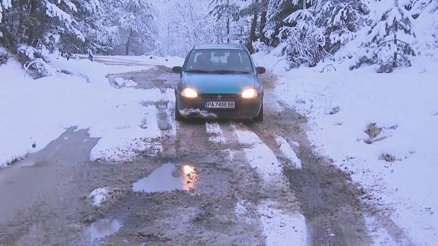 Жителите на три села до Велинград излязоха на протест заради лош път