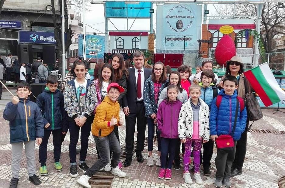 """Кметът на Велинград даде старт на """"Голямото писане на великденски яйца от Чепинския край"""""""