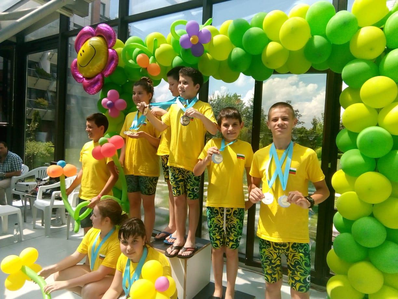 Деца от Велинград взеха участие в турнир по плуване в София
