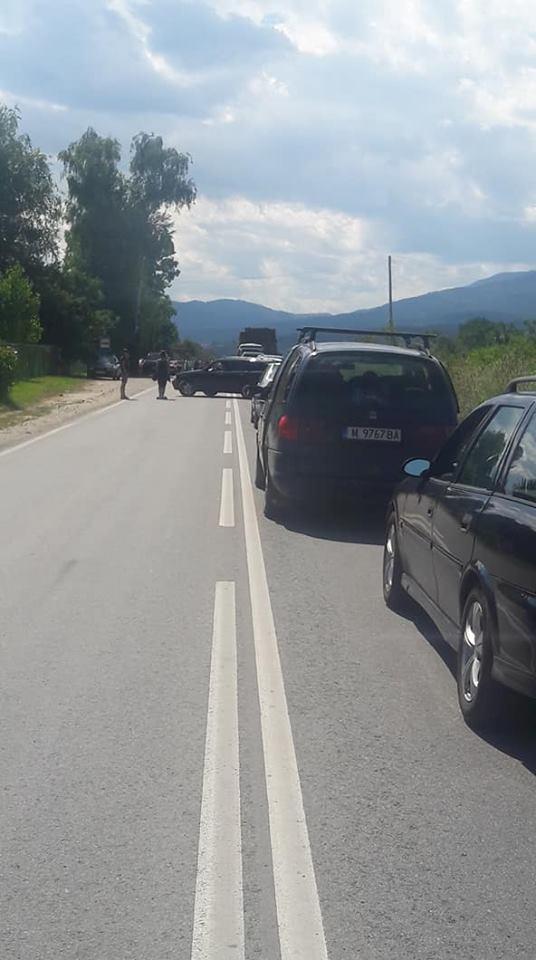 Велинградчани протестират, затвориха пътя за Велинград