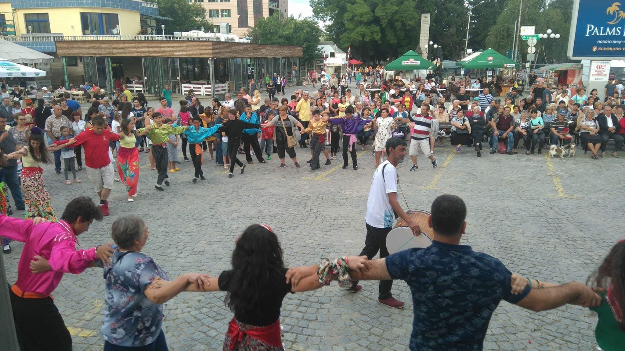 Автентичен фолклор, гласовити звънчета и рок театър в петия ден на Велинградски празници