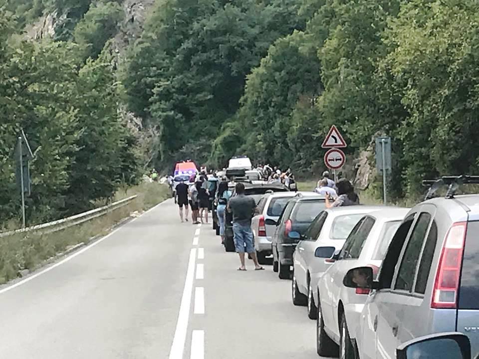Осем са пострадалите при две катастрофи в дефилето към Велинград