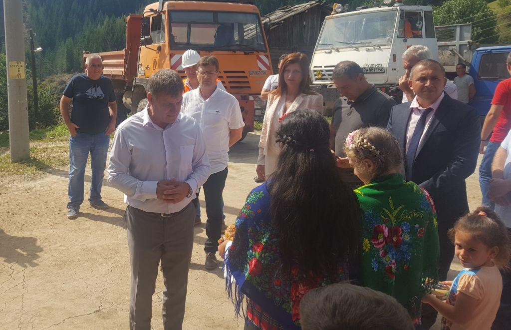 Браво: Има време до изборите, а кметът д-р Коев с първа копка на улица, която никога не е асфалтирана