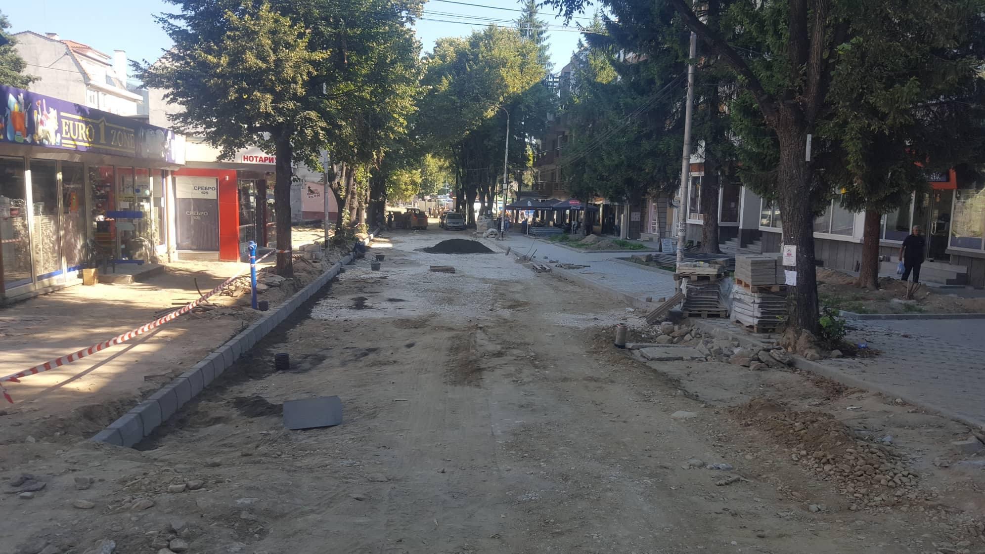 """Подменени и превключени са двата главни водопровода """"Суха Лъка"""" и """"Клептуза"""" в централната градска част на Велинград"""
