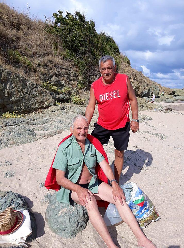 Велинградчанин спаси 73-годишен мъж от удавяне в морето