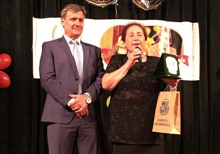 Кметът д-р Коев връчи плакет на Йорданка и Иван Казалиеви, послучай 50 годишния им творчески юбилей