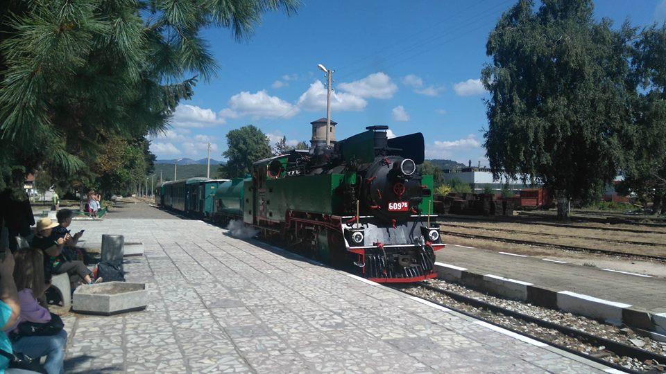 Млади български учени ще правят демонстрации, пътувайки с теснолинейката до Велинград