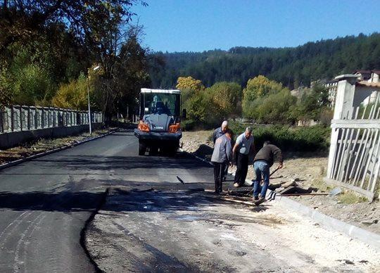 Приключи асфалтирането на пътя до Чепинските бани
