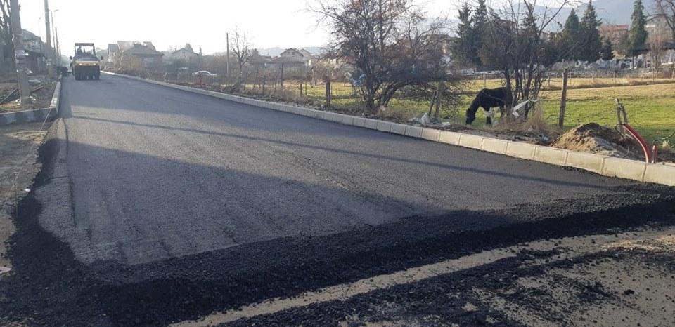 Само ако времето се влоши ще спре асфалтирането във Велинград