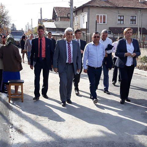 """Откриха първи етап от асфалтираната улица"""" Мел"""" в град Костандово"""