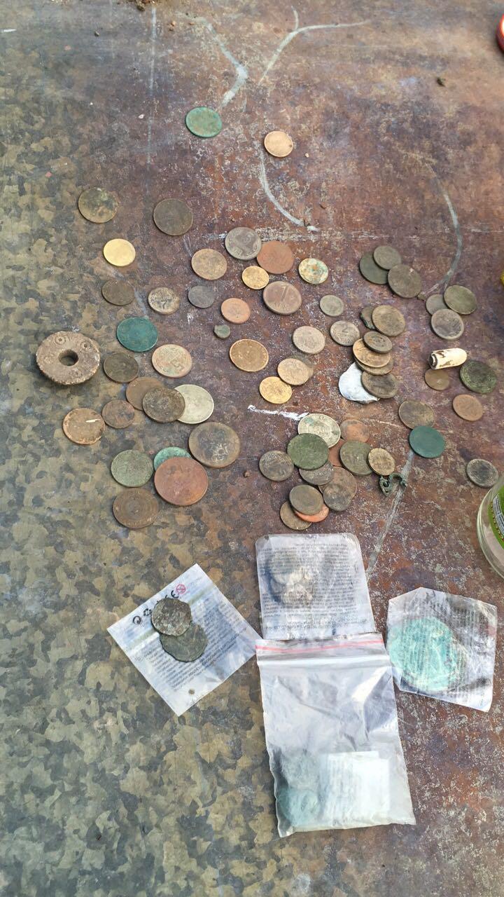 """Служители на сектор """"Противодействие на икономическата престъпност"""" при ОДМВР-Пазарджик откриха незаконно притежавани старинни монети и предмети"""