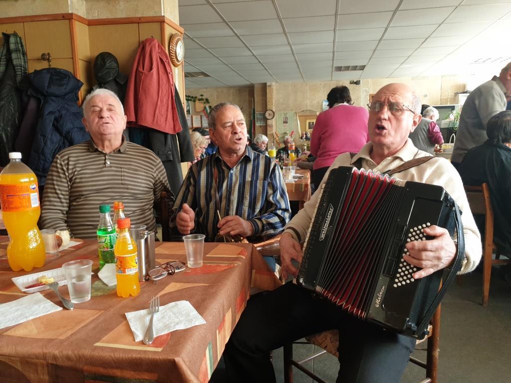 """Клуб на пенсионера """" Васил Левски"""" – кв. Лъджене отбеляза 146 години безсмъртие на своя патрон."""