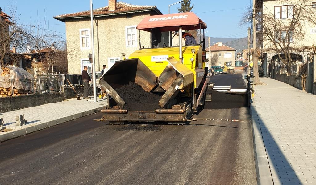 Завършват по план двете улици в кв. Каменица