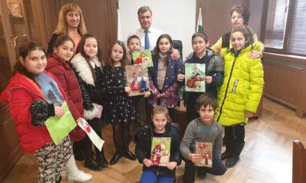Деца от Обединен детски комплекс гостуваха на кмета г-н Коев