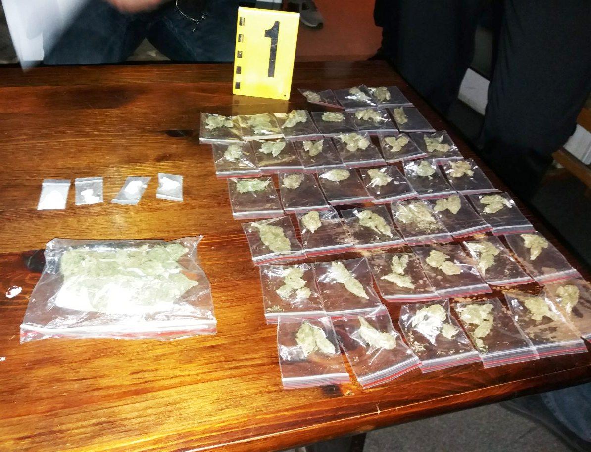 Дилър на наркотици е задържан от служители на РУ-Велинград.