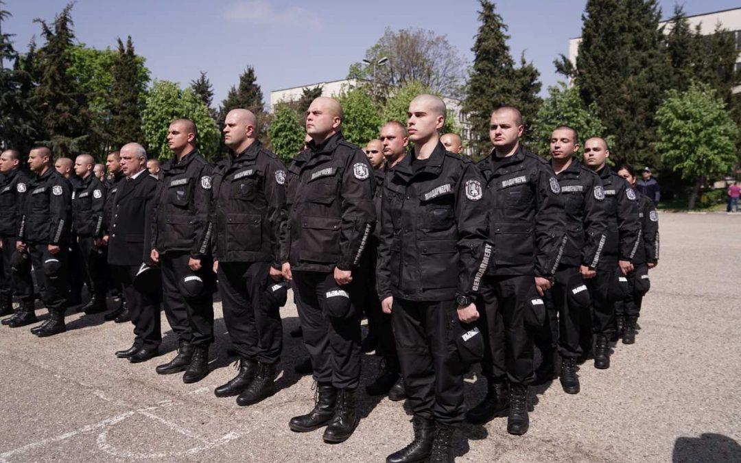 В навечерието на Великден 174 полицаи и жандармеристи от ЦСПП в Пазарджик и Казанлък положиха клетва за спазване на Етичния кодекс на държавните служители в МВР