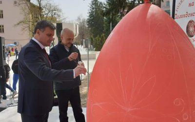 За четвърти път центъра на Велинград се превърна в най-голямата работилница за писани яйца