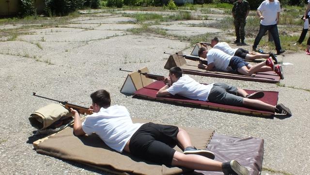 Областният управител даде старт на състезанието по военно-спортни дисциплини