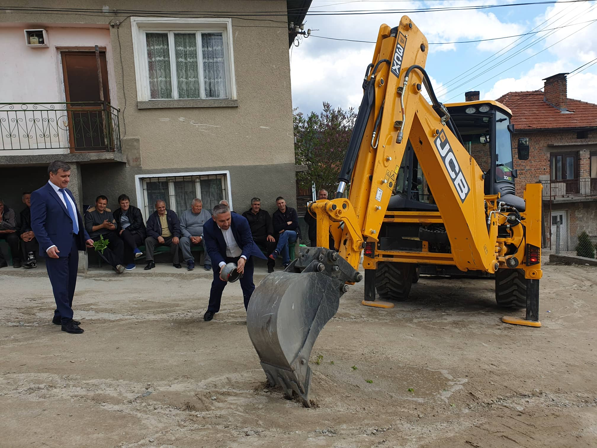 Подобряването на инфраструктурата в населените места около Велинград продължава