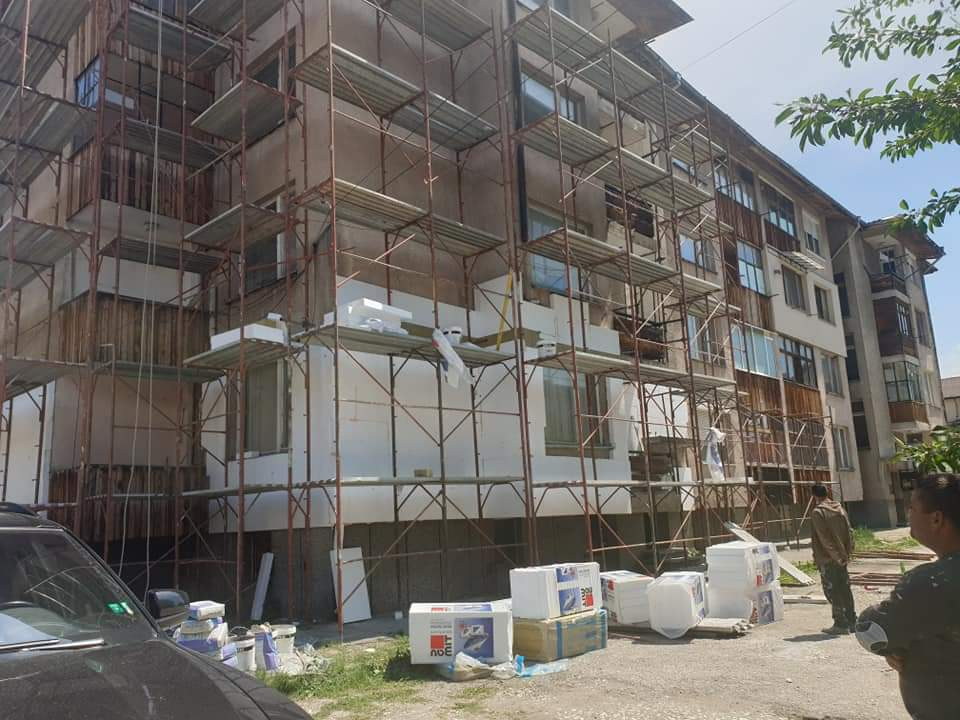 """Стартира """"Внедряване на мерки за енергийна ефективност в многофамилни жилищни сгради в град Велинград"""" ."""
