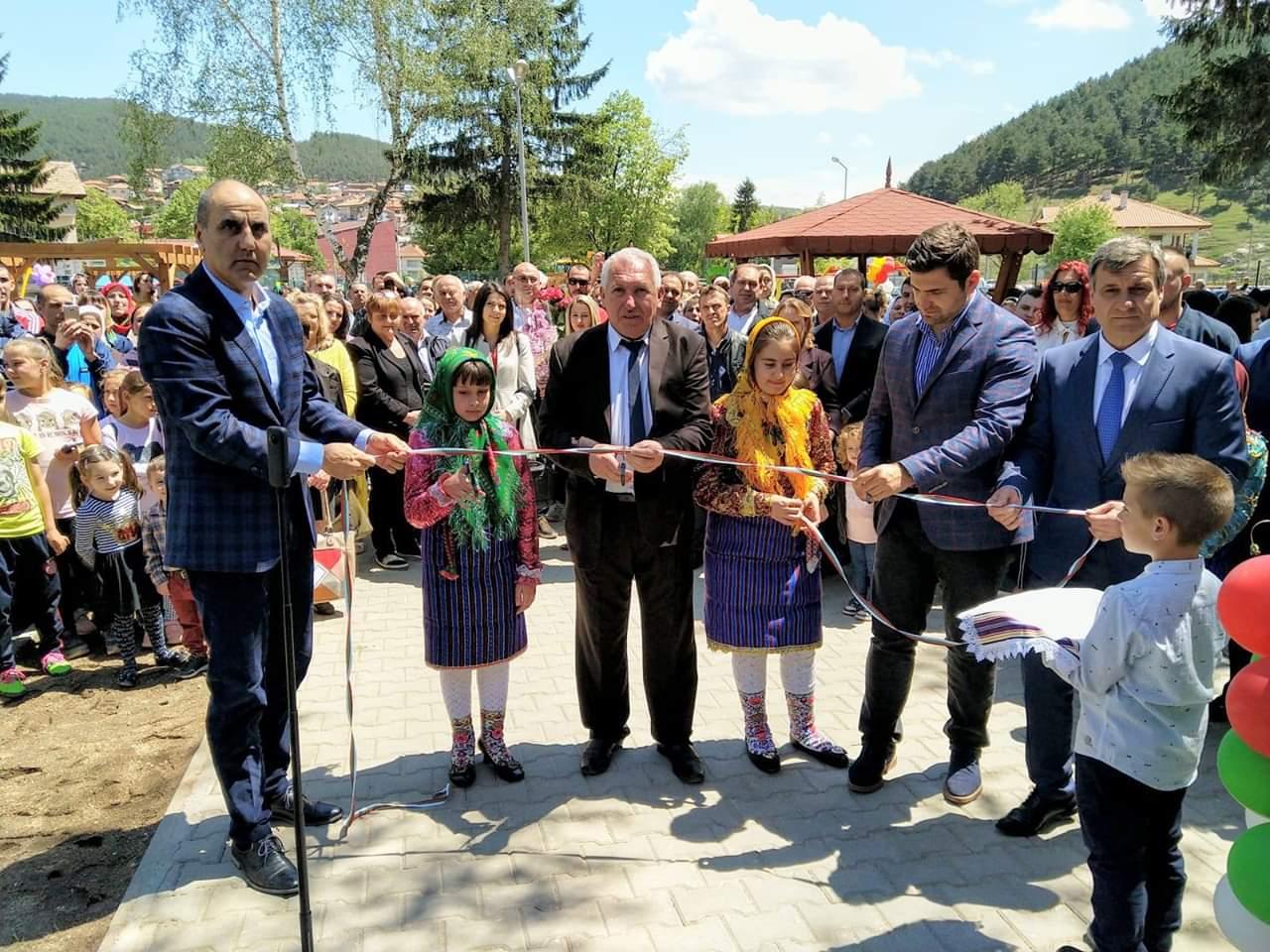 Цветан Цветанов: Изключително съм щастлив, че днес участвах в откриването на новата детска градина във велинградското село Драгиново.