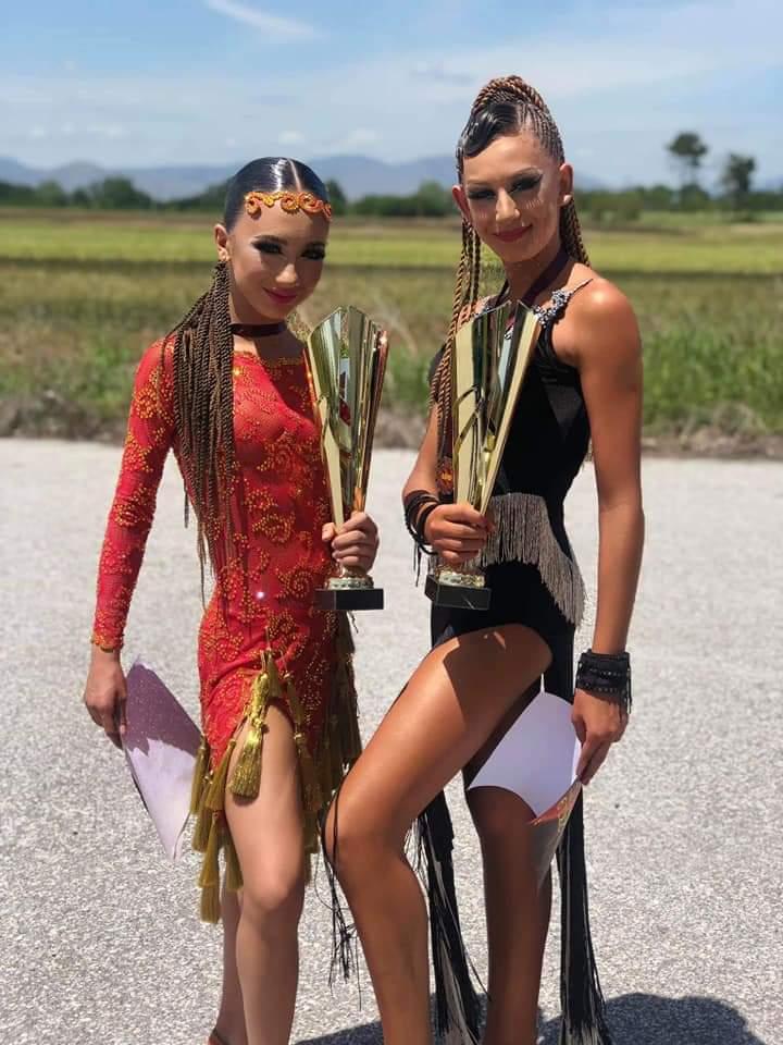 Грациозните танцьори от Велинград грабнаха 10 медала на престижно състезание в Гърция