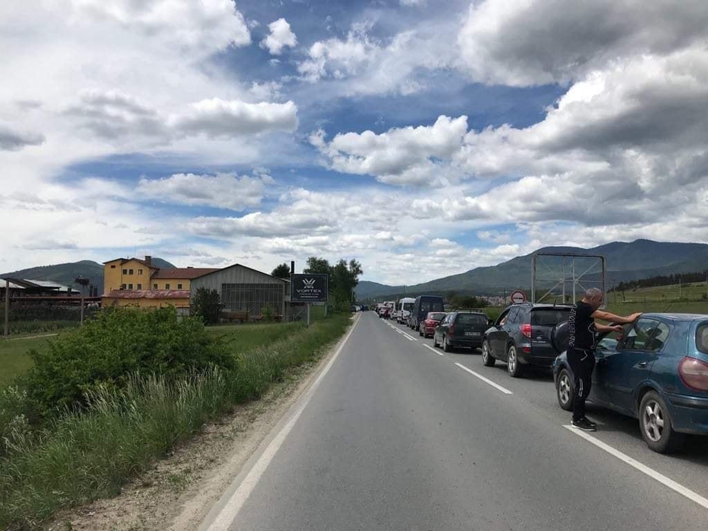 Велинградчани блокираха движението на пътя за Велинград заради сериозните проблеми с водоподаването