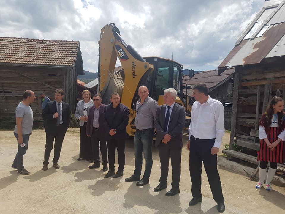 Започна изграждане на път от Кръстава до Кандови и водопровод и асфалтиране на улица в селото