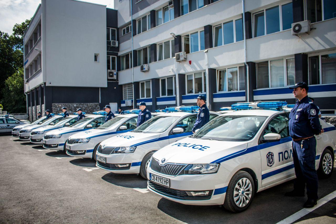 Двама извършили кражба от бензиностанция са задържани в ареста на РУ-Велинград.