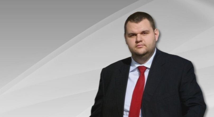 Пеевски гласува в село Света Петка
