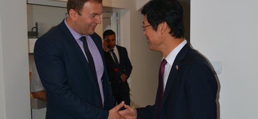 Корейският посланик дойде за откриването на обновената сграда на общинска администрация в Сърница