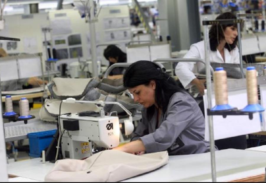 """Фирма """"Бианка Велинград"""" ЕООД,  Драгиново  търси да назначи шивачки и желаещи за обучение на постоянна работа"""