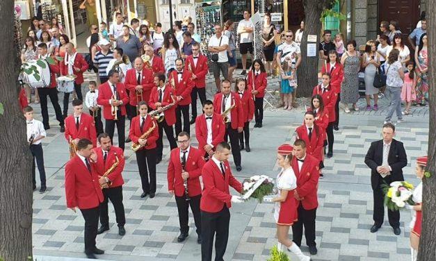 Шоу програма  на духови оркестри и мажоретни състави във втория ден от Велинградски празници на културата