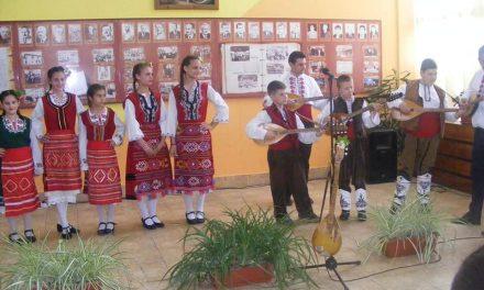 """Младите тамбурджии във Велинград възродиха духа на традицията на финален концерт по проект """"Тамбури дрънкат"""""""