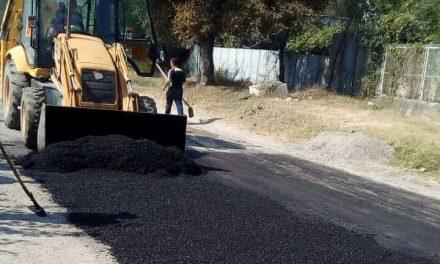 Община Велинград продължава с действията  за подобряването на инфраструктурата като асфалтира улици и кърпи дупките по града.