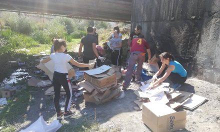 """Във връзка с инициативата """"Да изчистим България заедно"""" на 14 септември в село Драгиново бяха събрани близо 200 чувала с отпадъци и засадени близо 30 дръвчета."""