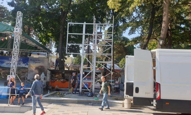 Центъра на Велинград се модернизира, слагат мултимедиен ЛЕД екран